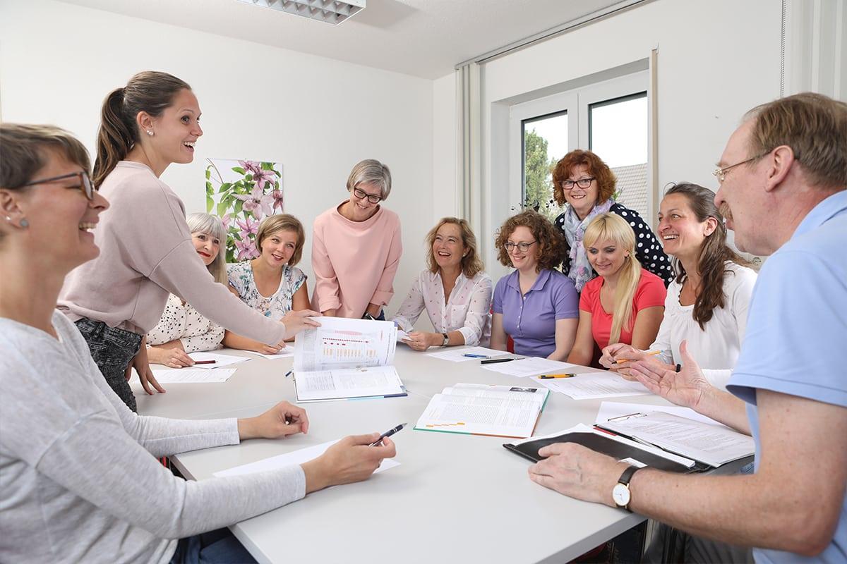 Praxisteam Physiotherapie Schultheiß in Denzlingen bei Besprechung